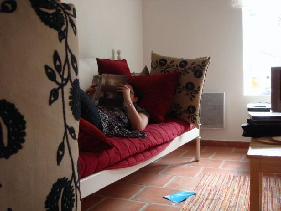 Le Clos de la Fontaine - Massay Gites et Chambres d'Hotes : relaxing at home for the day