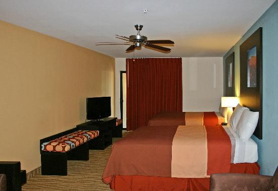Super 8 Indio: 2 Queen Suites