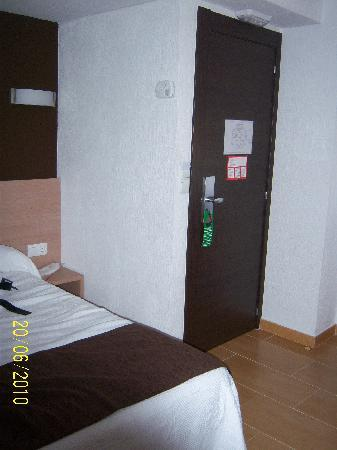 Hostal Rocamar: room 112