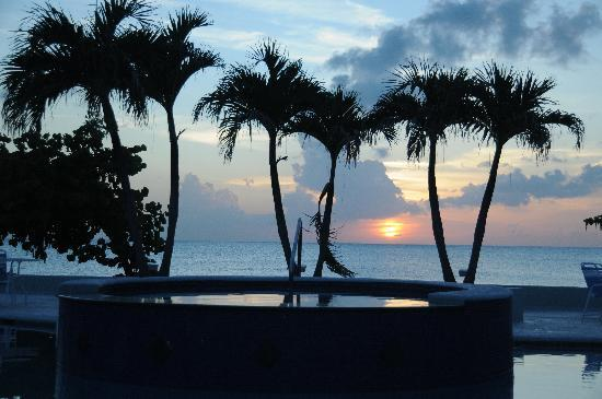 The Grandview Condos Cayman Islands: Sunset from the pool