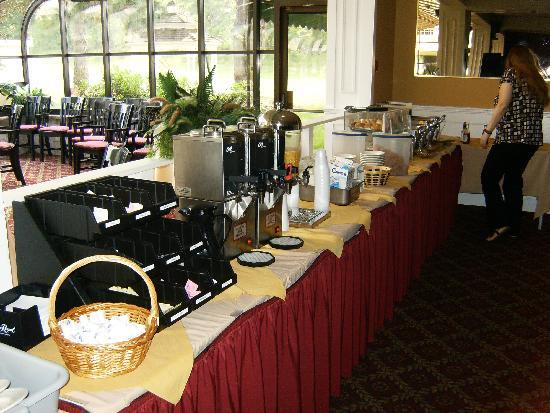 Hudson Valley Hotel and Conference Center by FairBridge: Free Buffet Breakfast