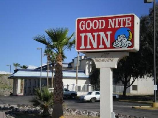 Goodnite Inn & Suites: second exterior