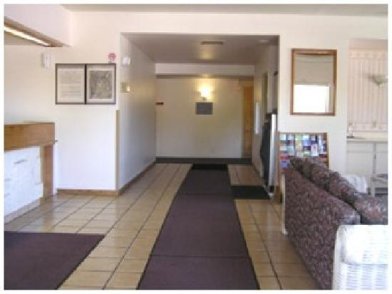 Goodnite Inn & Suites: lobby