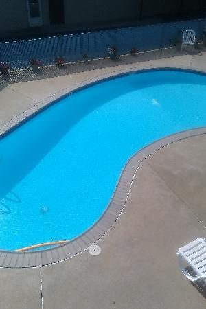 Lancaster Amish Country Travelodge: BEAUTIFUL POOL(didnt get to use)