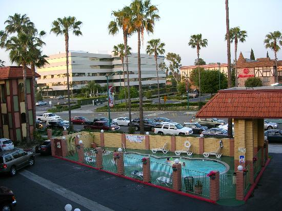 looby picture of super 8 anaheim disneyland drive. Black Bedroom Furniture Sets. Home Design Ideas
