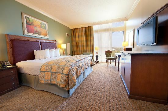 Island View Casino Resort: Standard King Hotel Room