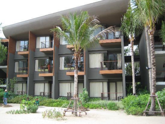 Renaissance Phuket Resort & Spa : Regular rooms that look over the sand