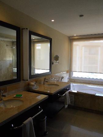 Now Jade Riviera Cancun: beautiful bathroom