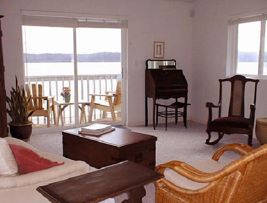 Anderson Island, WA: Rainier Stucio Suite