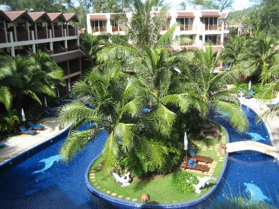 Best Western Premier Bangtao Beach Resort & Spa: view of one of the pools from our balcony
