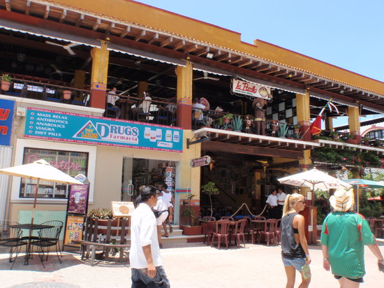 La Parrilla Mexican Grill : Great place to people watch!
