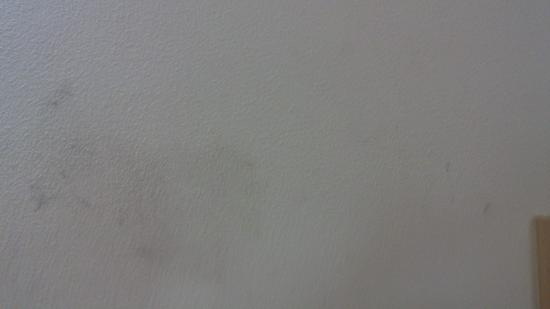 Hotel ibis Rio de Janeiro Centro: dark stains on the wall