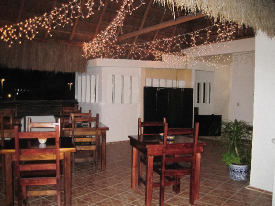 Posada Luna del Sur: twinkling lights over the rooftop dining area