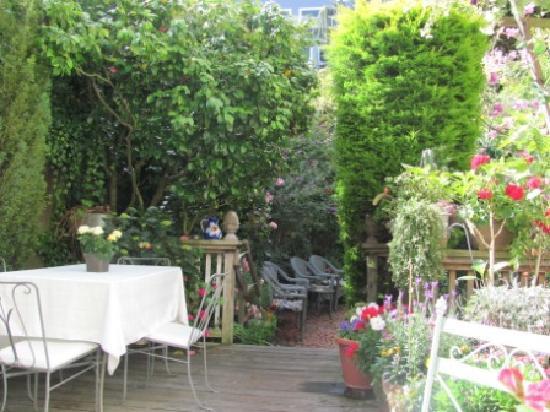 Union Street Inn: The garden