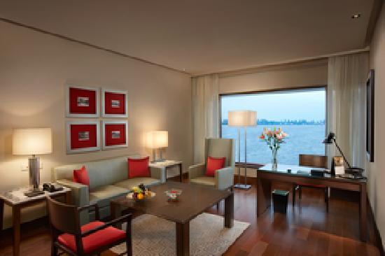 The Oberoi, Mumbai: Oberoi Executive Suite - Living Area