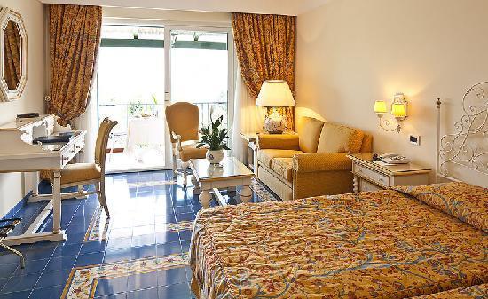 Grand Hotel Excelsior: room