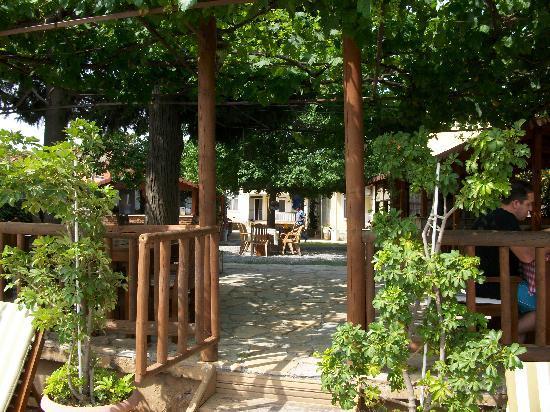 Likya Pension : the garden