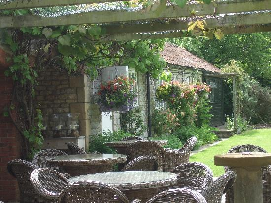 Harome, UK: Wonderful Garden and outdoor terrace