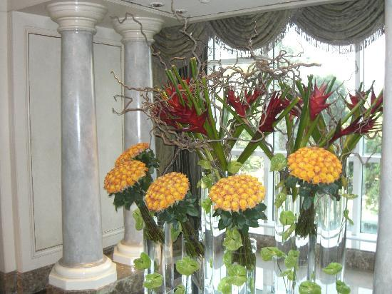 Four Seasons Hotel Cairo at the First Residence: Beatiful flowers everywhere