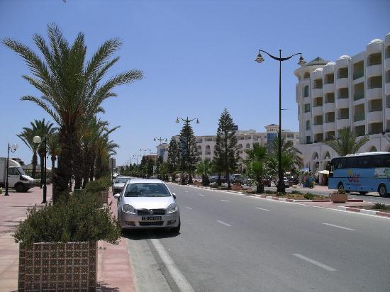 El Mouradi Hammamet: Em frente do hotel