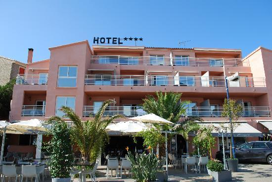 Porto Pollo, France: Hotel von vorne