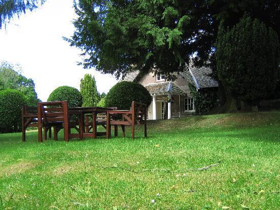 Meikleour Arms Hotel & Restaurant: Garden