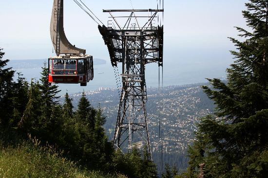 Grouse Mountain: Blick auf die Stadt