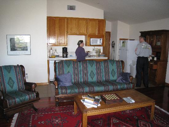 Yosemite West High Sierra Bed and Breakfast: Karen in the Kitchen
