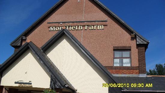 Premier Inn Dundee (Monifieth) Hotel: The restaurant next door