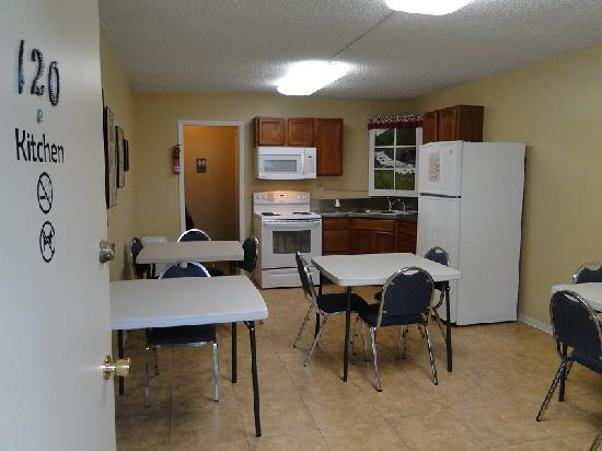 Konkolville Motel: Guest Kitchen