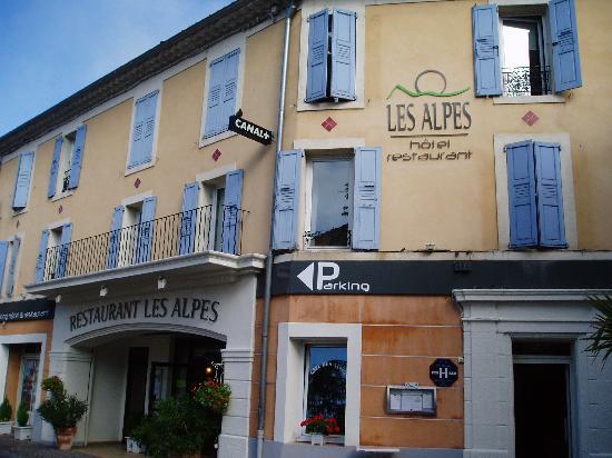 Hotel des Alpes: Hotelfront, Avenue des Alpes