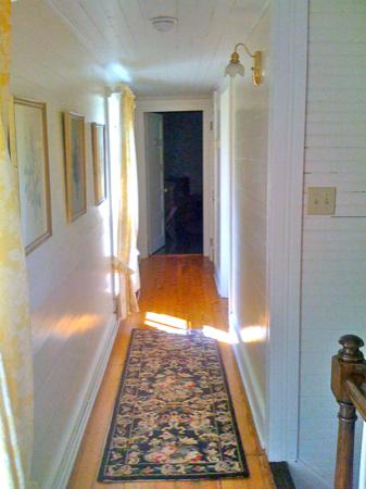 The Bed and Breakfast at Peace Hill: Upstairs hall