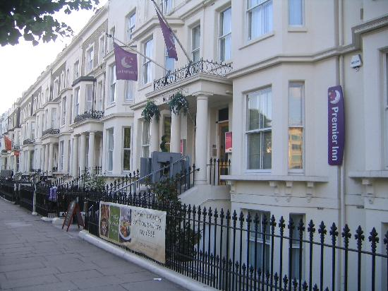 Premier Inn London Kensington (Olympia) Hotel: View of the entrance