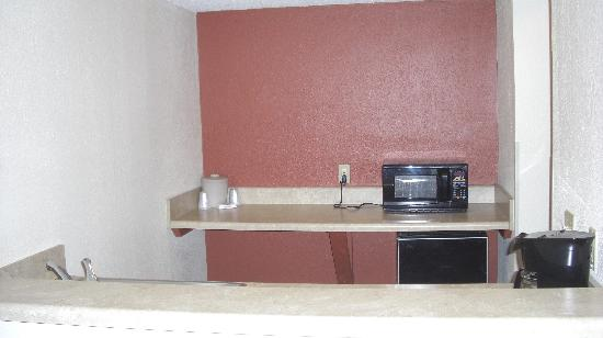 Red Roof Inn Myrtle Beach Hotel - Market Commons: kitchenette