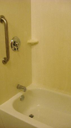 Red Roof Inn Myrtle Beach Hotel - Market Commons: clean tub