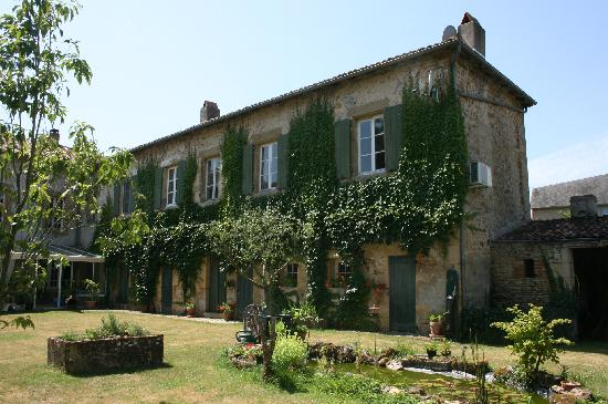 L'Ancienne Gendarmerie: The B&B part of the building, in the garden and alongside the river
