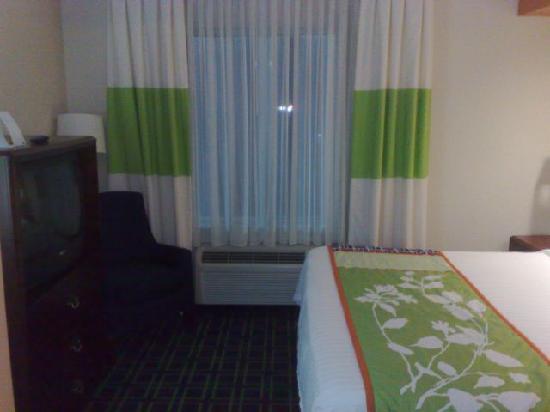 Fairfield Inn & Suites Boston Milford : Bedroom itself