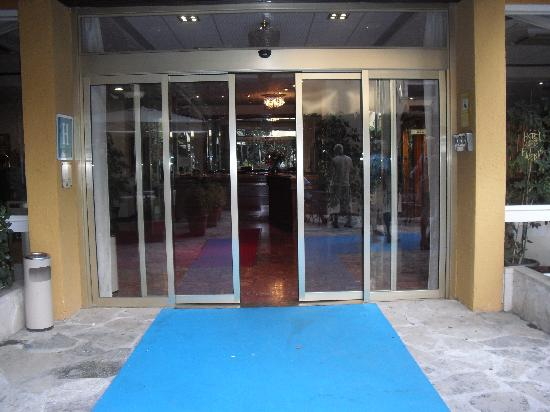 Santa Cristina Hotel: Der Eingang