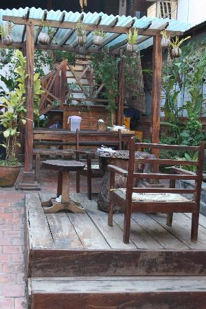 Souk Lan Xang Guest House: Front entrance