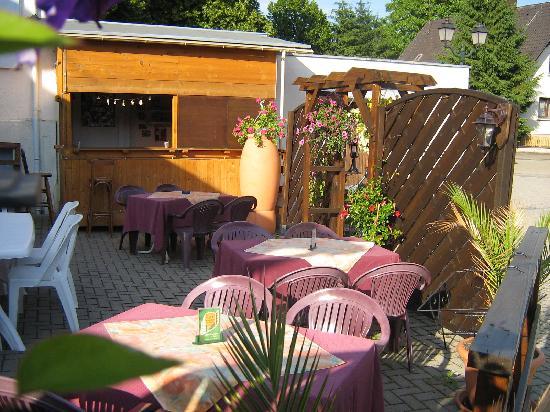 hostellerie la boheme : charmante terrasse