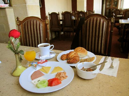New Capri Hotel: breakfast