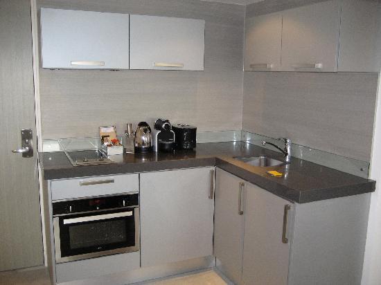 Templeton Place Aparthotel: kitchen