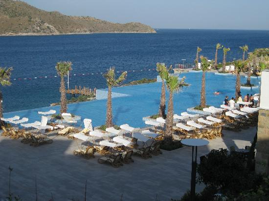 Xanadu Island Hotel: Pool Area