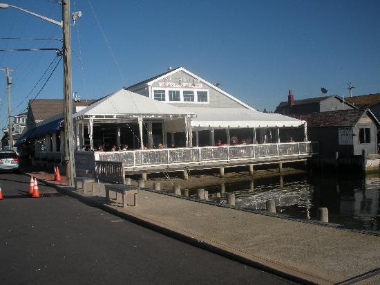 Boat House Restaurant: Boathouse-outside dining