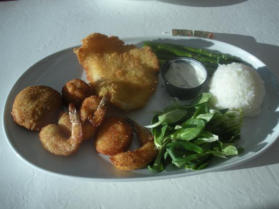 Boat House Restaurant: Seafood Trio: Jumbo Lump Crab Cake, Fried Shrimp and Grilled Fillet Sole-very good