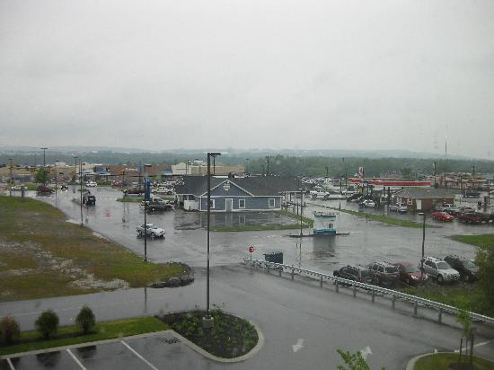 Hampton Inn Presque Isle: View from my room towards Walmart
