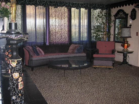 Victoria's Last Resort: Victoria's living room