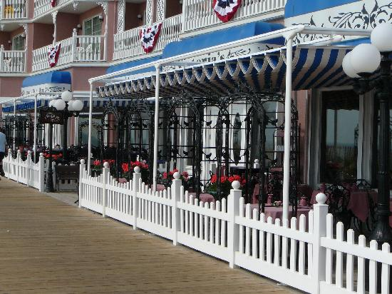 Victoria's Restaurant: Outside Dining at Victoria's on the Rehoboth Beach Boardwalk