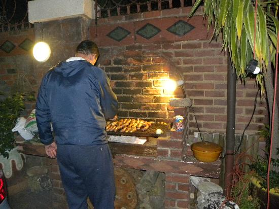 Koffifi Bed and Breakfast: Barbecue being prepared for the guests.