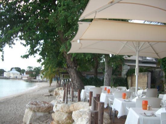 Mango's By The Sea : Look down the beach